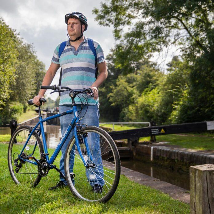 men hybrid bike